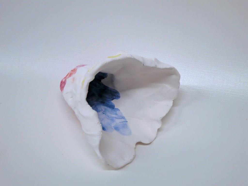 Pigment auf Porzellan (Kelch) 2012, 12 x 8 x 7 cm