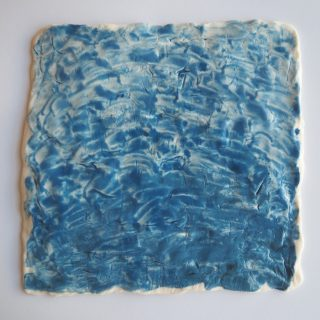 Mittelblaues Porzellanquadrat