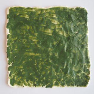Drei grüne Porzellanquadrate